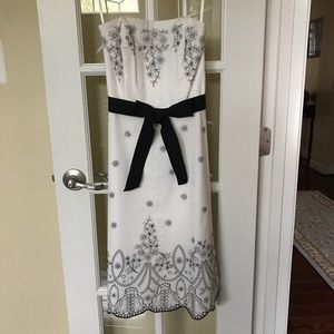 WHBM strapless dress with embroidery size 0 EUC